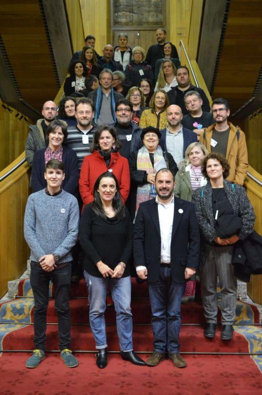 Foto familia no Parlamento de Galiza